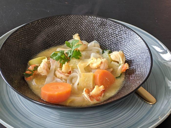 Bouillon détox thaï aux nouilles de konjac et crevettes